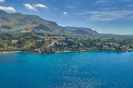 Scuba divers' bodies found in Sicily 'linked to drug trafficking'