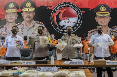 Jakarta – Police arrest 'drug syndicate' members selling marijuana vapes