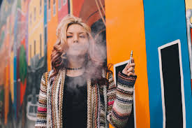 Survey: Cannabis Consumers Switching to Vapes, Using More Often