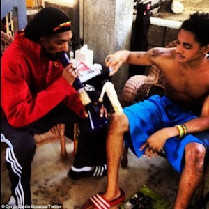 Snoop Again !!!   Snoop Dogg Taught His Son the 'Proper Way' to Smoke Weed