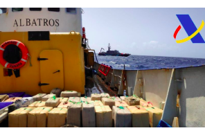 Three arrested and seized 18 tons of hashish in a Panamanian-flagged fishing vessel (note the name !!) in the south of the Canary Islands
