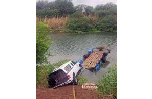 Ford Ranger Filled with Weed Floated Across the Rio Grande !!